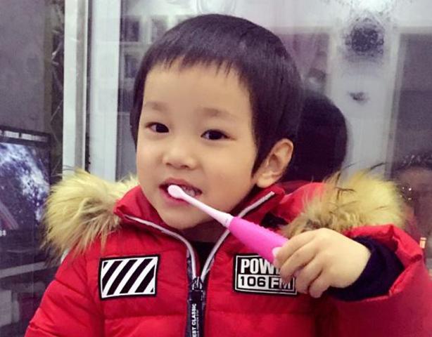 """托马斯和朋友儿童智能牙刷让家长和孩子从""""齿""""无忧"""